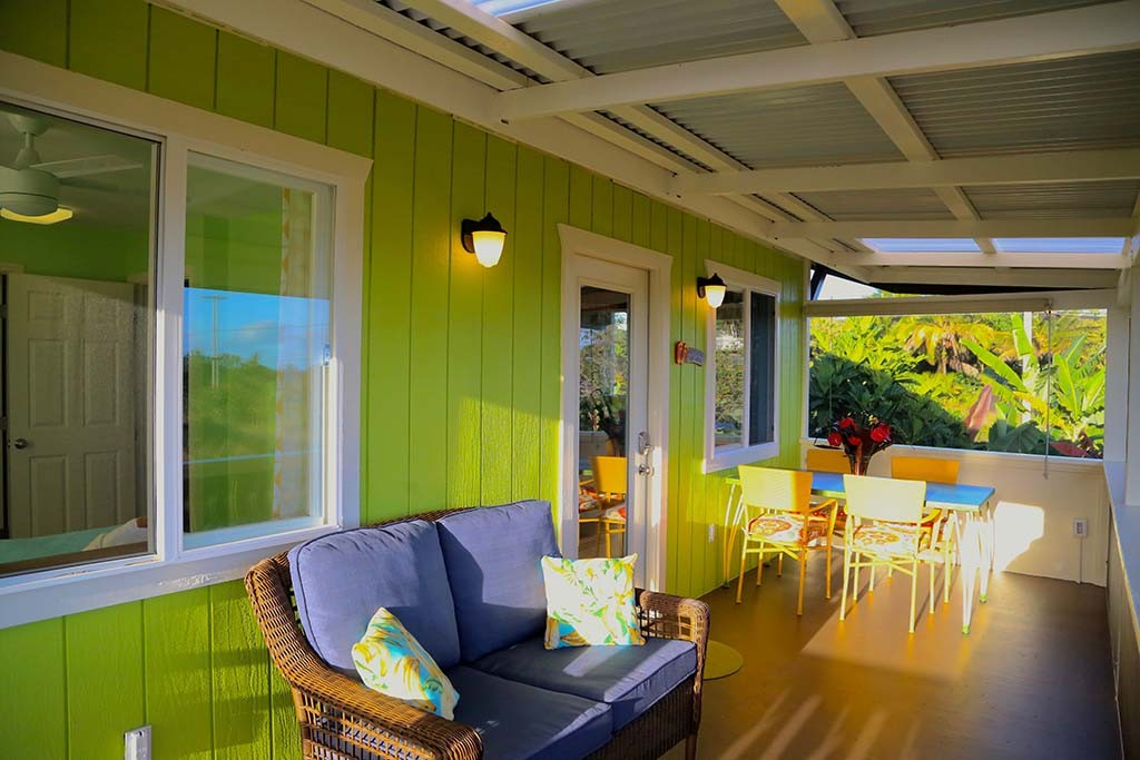 Enjoy the sunset ocean view from the screened lanai
